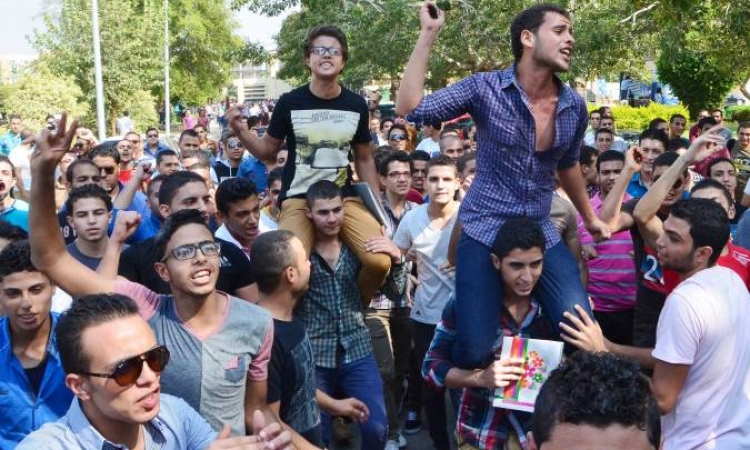"""احتجاجات طلابية بجامعة المنصورة تزامنا مع اجتماع """" الأعلي للجامعات"""""""