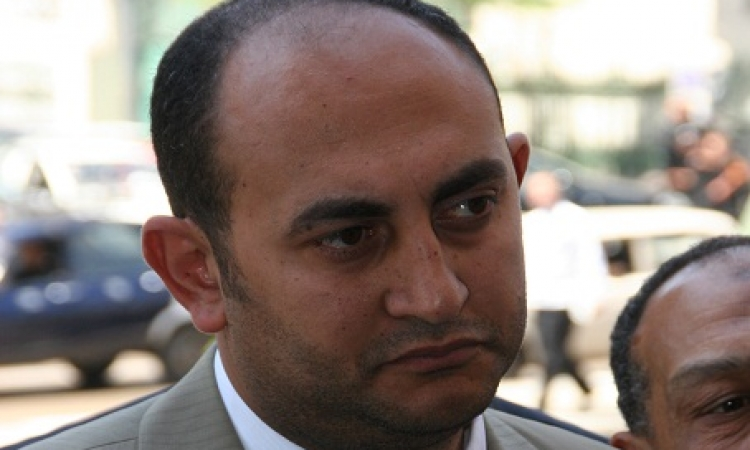 """وصول """"خالد علي"""" المحكمة للدفاع عن """"ماهر"""" و""""دومة"""" و""""عادل"""""""