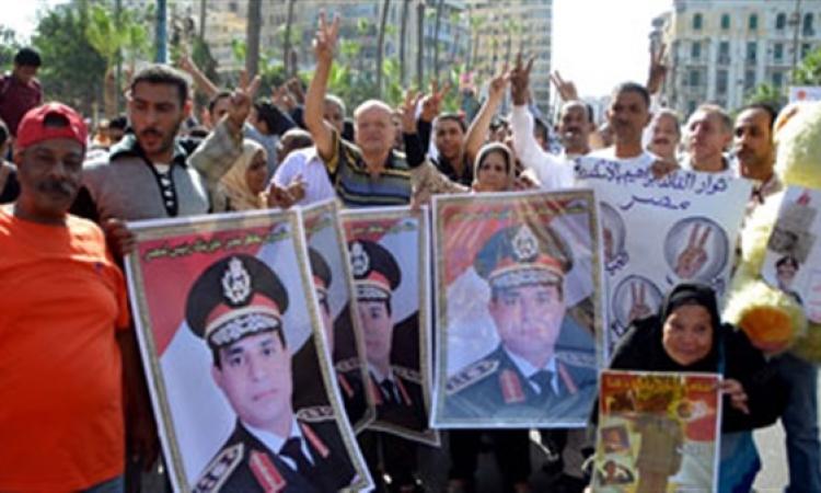 مؤيدو المشير السيسى بالإسكندرية  يهاجمون حمدين وعنان لترشحهم أمام السيسى