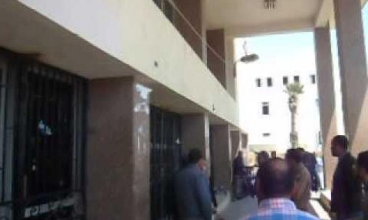 بالفيديو …..أمن السويس يسحل فتاه لمنعها من لقاءالمحافظ