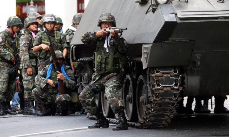 الجيش التايلاندي يوقف بث 10 محطات تلفزيونية