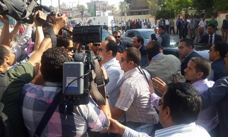 بالفيديو.. لحظة وصول «السيسي» للإدلاء بصوته في مصر الجديدة