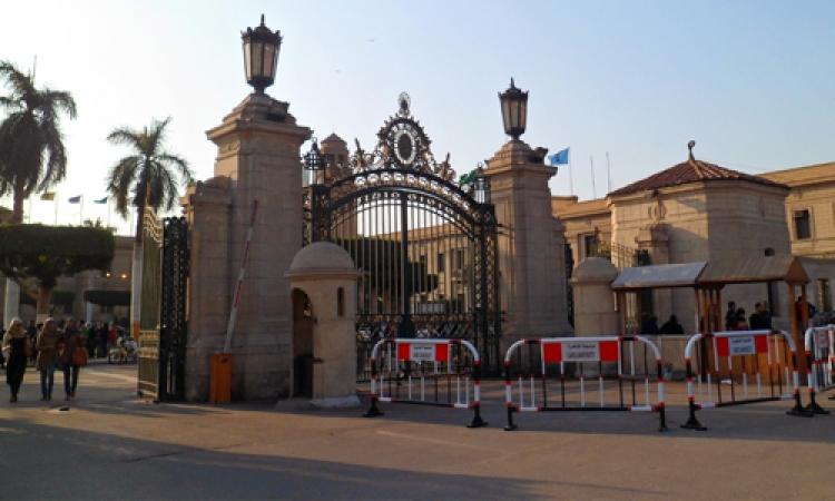 فتح الطرق المحيطة بجامعة القاهرة بعد سيطرة قوات الأمن على اشتباكات طلاب الإخوان