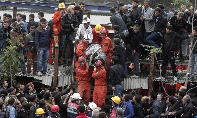 ارتفاع حصيلة ضحايا منجم «سوما» التركي إلى 302 قتيلا