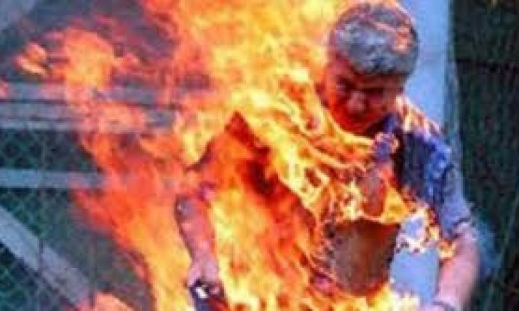 فلسطيني يحرق نفسه.. لهذه الأسباب