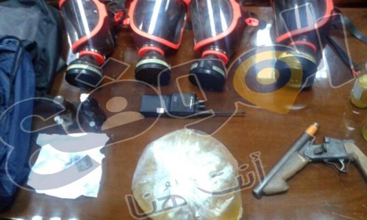 صور.. ضبط كميات من المولوتوف والأسلحة أثناء السيطرة على حريق «تجارة الازهر»
