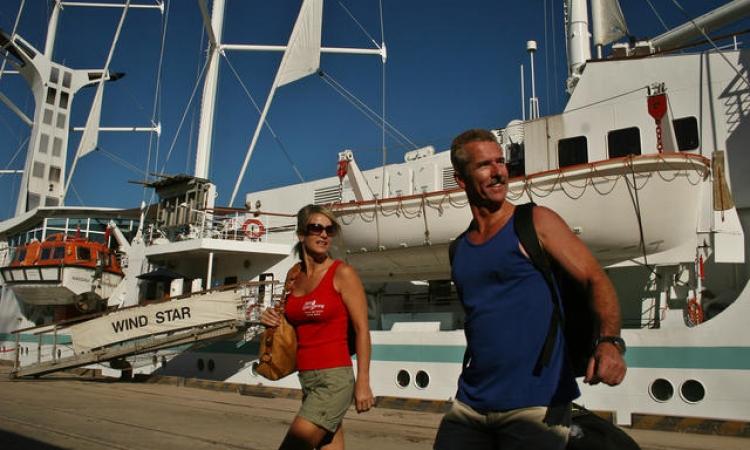 وصول 7 آلاف سائح و171 ألف طن بوتاجاز لموانئ البحر الأحمر في 30 يوما
