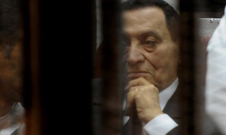 """بالصور.. السجن المشدد 3 سنوات لمبارك و4 لنجليه في""""قصور الرئاسة"""""""