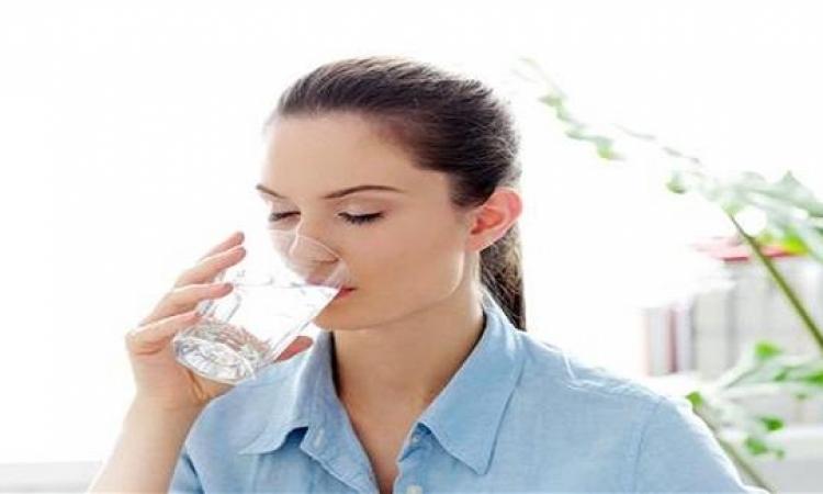 6 أسباب تدفعك لشرب المياه الدافئة في الصباح