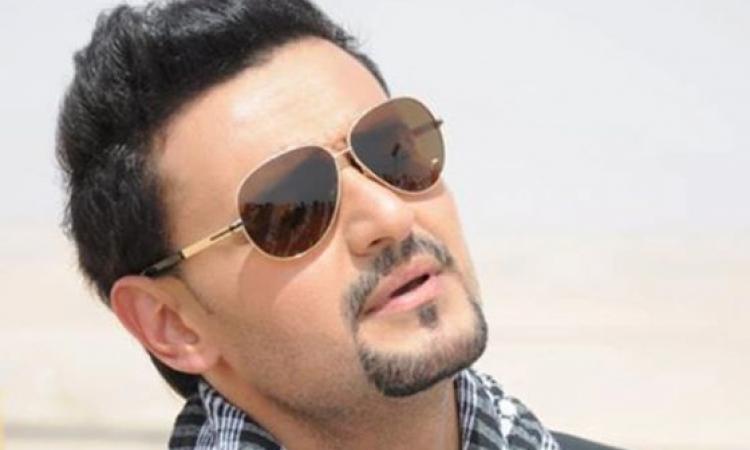 """بالفيديو.. رامز جلال يهدى وردة على الهواء فى برنامج """"يحدث فى مصر"""" لفتاة من المعجبين"""
