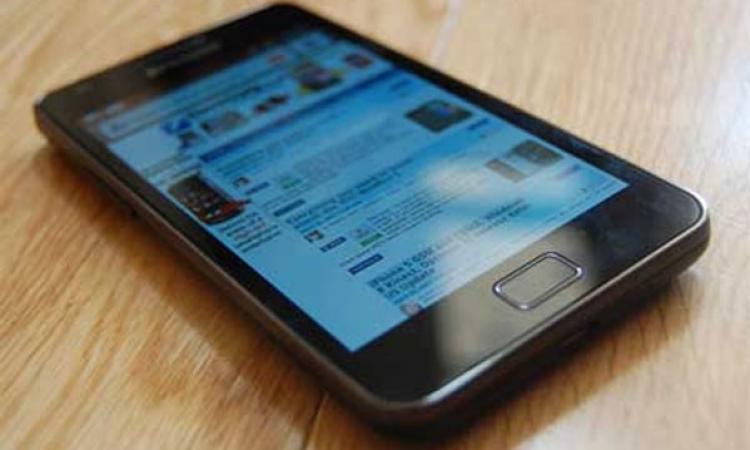 الهواتف الذكية تصيب الإنسان بالصمم المؤقت
