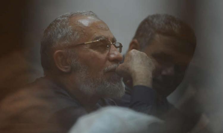 اليوم .. استئناف محاكمة بديع و50 آخرين فى قضية غرفة عمليات رابعة