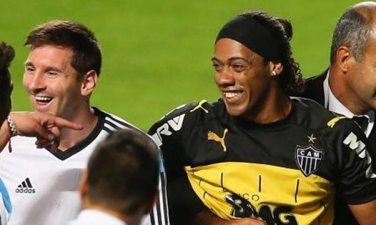 اللاعب البرازيلى رونالدينيو يفسخ تعاقده مع نادى اتلتيكو مينيرو