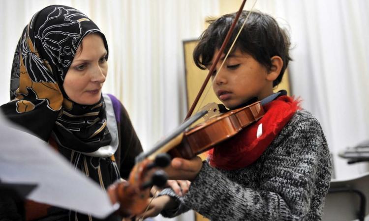 صالون موسيقي لتعليم أطفال الفقراء مجانا بالأردن