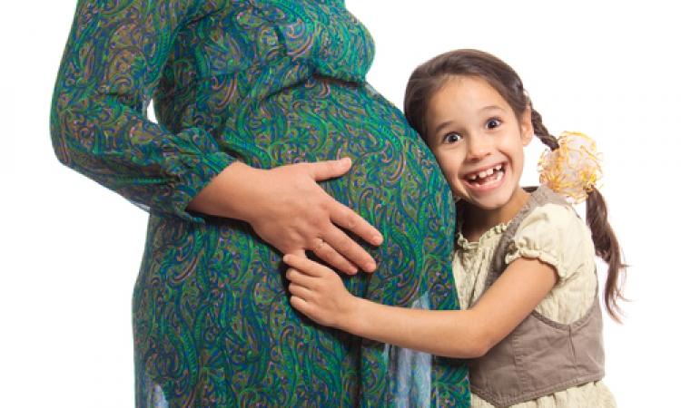 كيف تعدين طفلك لأستقبال مولود جديد؟