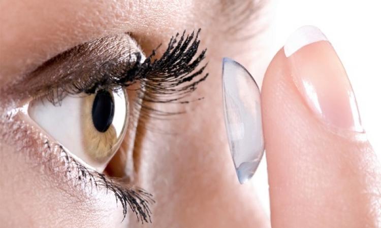 إهمال العدسات اللاصقة يؤدى إلى الإصابة بالعمى