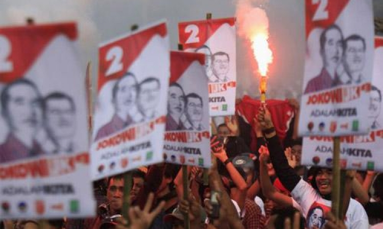 سياسي مغمور وثري عسكري يتنافسان على رئاسة اندونيسيا