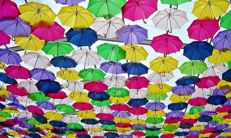 ملف مصور .. الشمسيات الملونة لحماية شوارع البرتغال من الحرارة