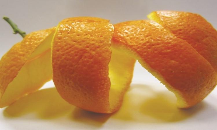 قشر البرتقال .. أفضل الطرق لتنظيف البشرة
