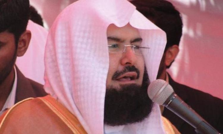 بالفيديو.. نجاة الشيخ السديس من محاولات اعتداء فى المسجد الحرام