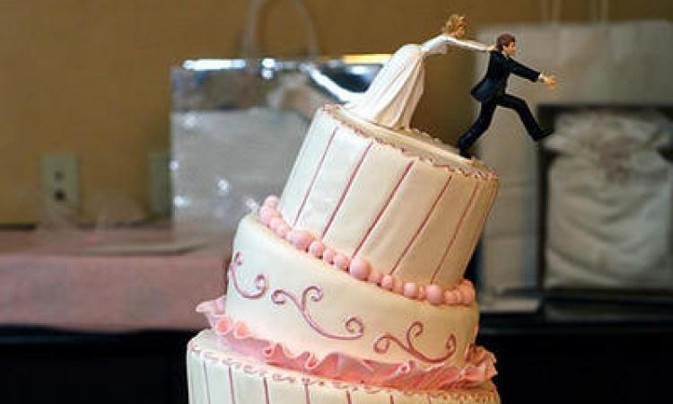 بالصور.. كعكات الطلاق أحدث مظاهر احتفال السيدات بالانفصال عن أزواجهن