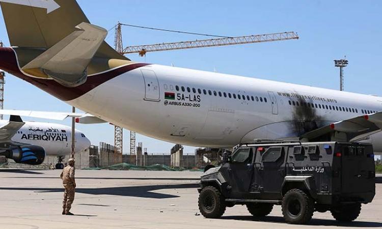 """ليبيا تنتظر الهدوء والاستقرار بعد سيطرة ثوار """"فجر ليبيا"""" على مطار طرابلس"""