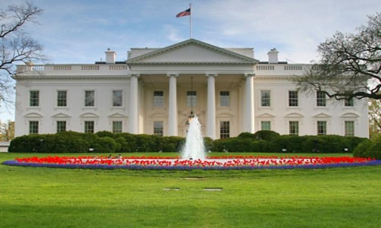 قفز من فوق أسوار البيت الأبيض في غياب أوباما