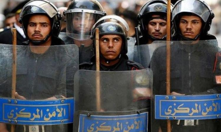 الأمن يفرض طوقاً حول جامعة القاهرة بعد تحطيم طلاب الإخوان أقفال البوابة الرئيسية
