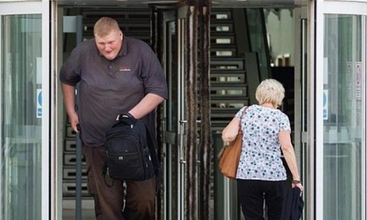 صدق أو لا تصدق .. إعفاء شخص من السجن بسبب طوله