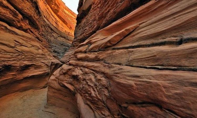 الوادى الملون من الأماكن الساحرة في سيناء