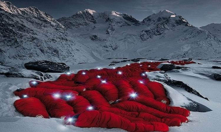 بالصور .. دعاية مبتكرة ومدهشة .. لشركة ادوات تسلق الجبال