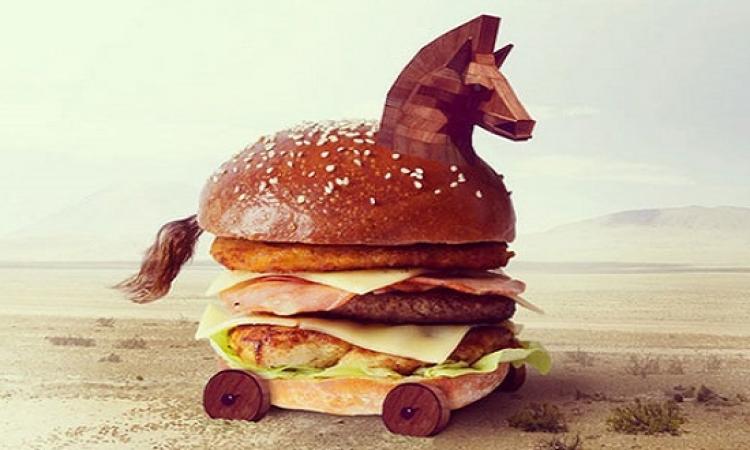 """بالصور .. حينما يصبح """"ساندوتش البرجر"""" .. عملاً فنياً شهياً"""