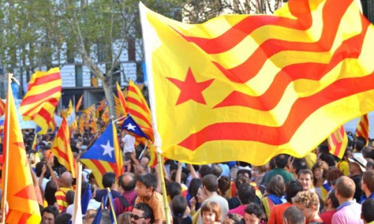 برلمان كتالونيا يصادق على إجراء استفتاء شعبي للانفصال عن اسبانيا