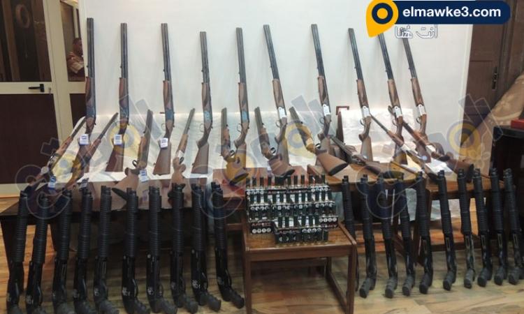 بالفيديو.. أمن مطروح يضبط عاطلين بحوزتهما 40 بندقية خرطوش و490 طلقة خرطوش