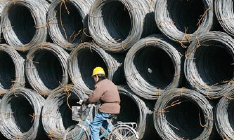 وزير التجارة يرفض فرض رسم حماية على الحديد المستورد