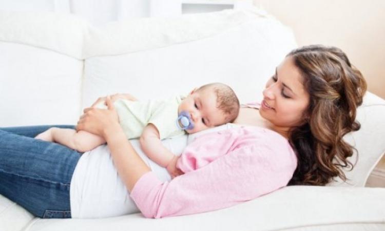 تعرفى على كيفية وقاية رضيعك من الأمراض بعد الولادة