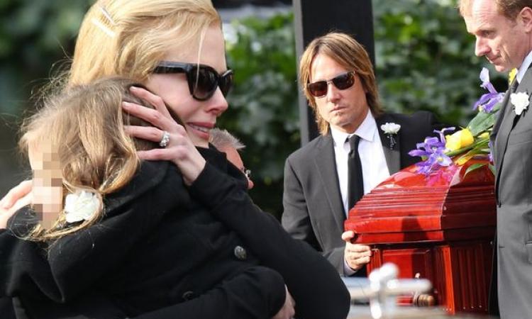 بالصور.. نيكول كيدمان فى جنازة والدها