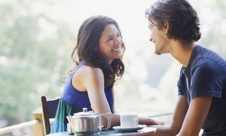 20 علامة تكشف حب المرأة للرجل