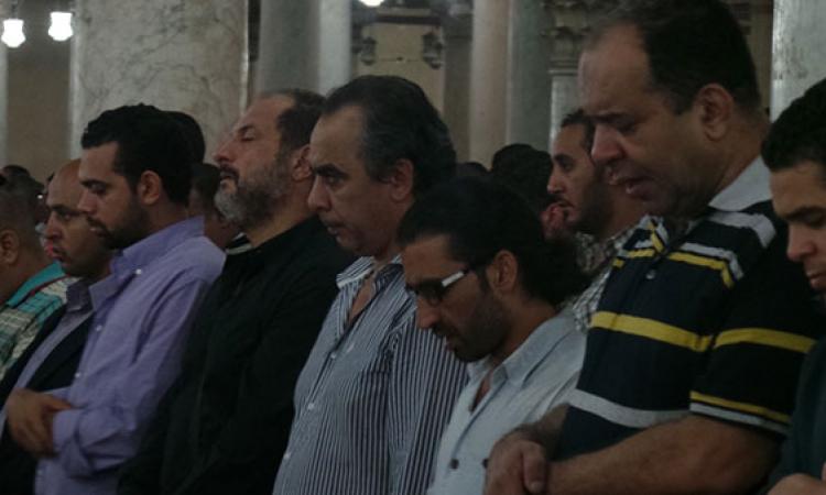 بالصور.. عدد من الفنانين يشيعون جثمان خالد صالح لمثواه الأخير