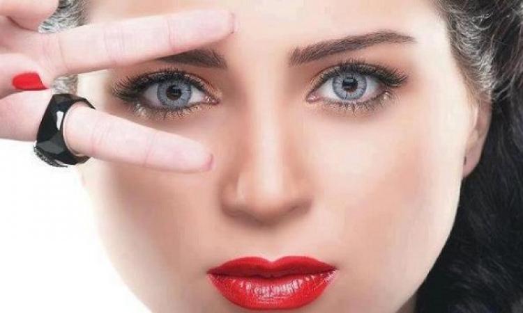 بالصور.. مى عز الدين تتعاون مع مصمم الأزياء العالمى مايكل سينكو