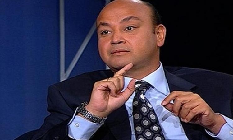 بالفيديو.. عمرو أديب يظهر بعربة كشري على الهواء