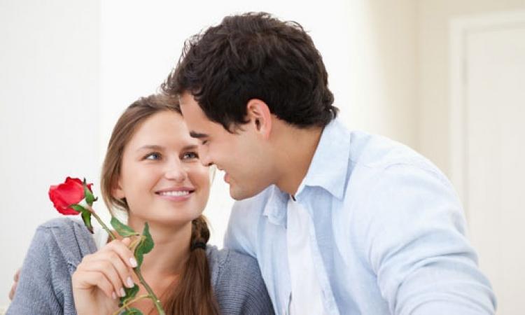 أشياء كثيرة  لتعبر عن حب زوجتك .. اختار ما تستطيع أن تبدأ بفعله