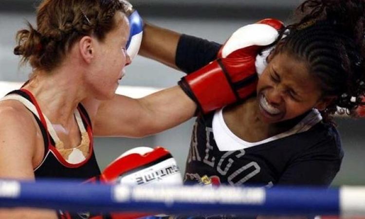 لاعبة ملاكمة بجنوب افريقيا تتلقى ضربة تفقدها حياتها