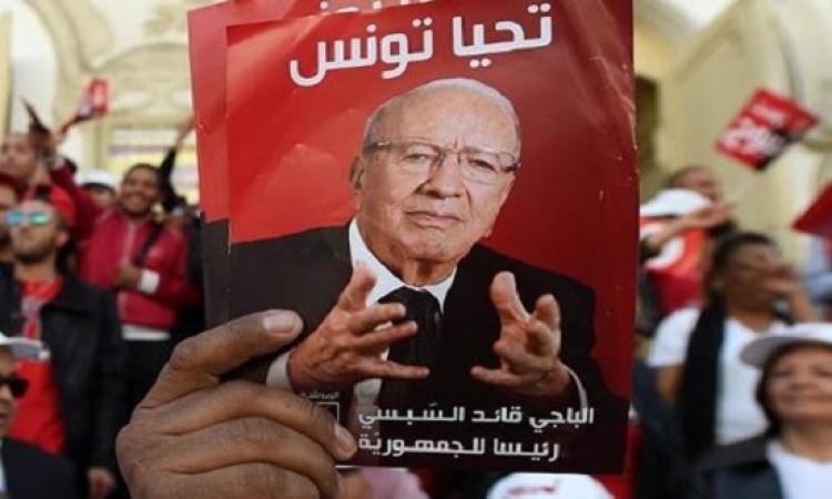 السيبسى يتقدم فى انتخابات الرئاسة التونسية .. وتوقعات بجولة إعادة مع المرزوقى