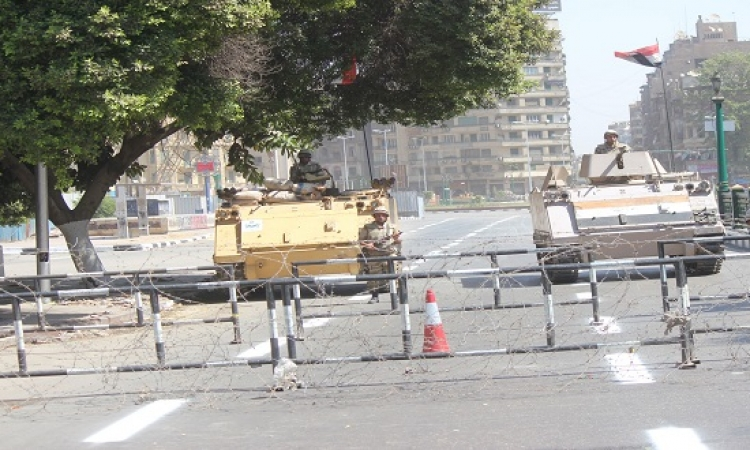 قوات الجيش تغلق ميدان التحرير