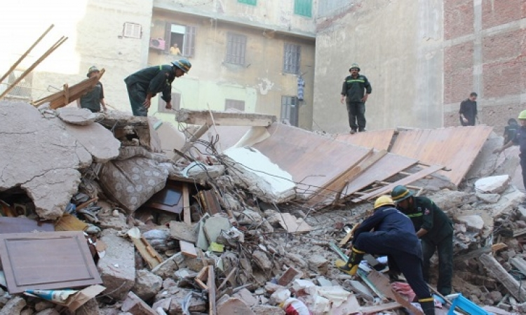 وفاة 15 شخص وإصابة 8 آخرين فى حادث انهيار عقار بالمطرية