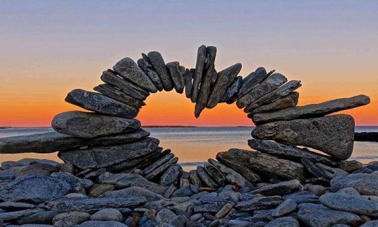 تشكيلات بديعة بمفردات الطبيعة .. للتعبير عن الحب والسلام !!