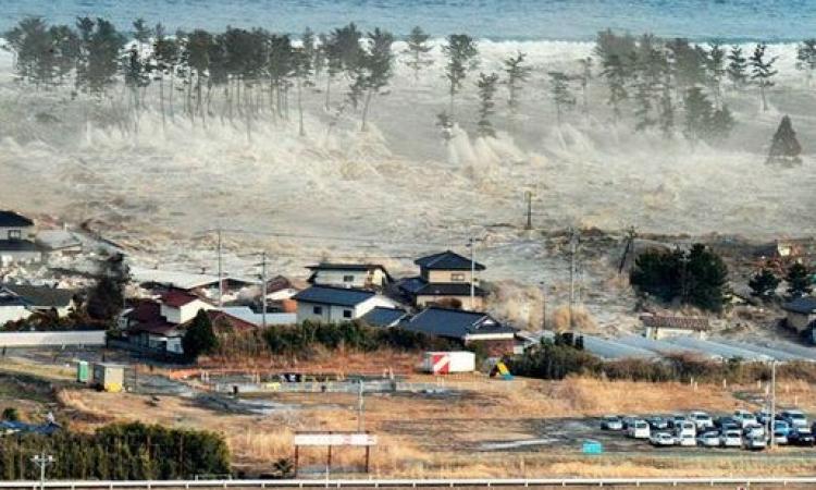 إندونيسيا توجيه تحذير من تسونامي بعد زلزال بقوة 7.5 درجه