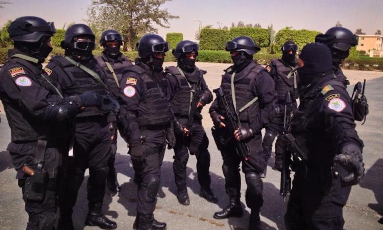 """القوات الخاصة تفض تظاهرة بـ"""" محمد محمود """" نظمها عشرات الشباب"""