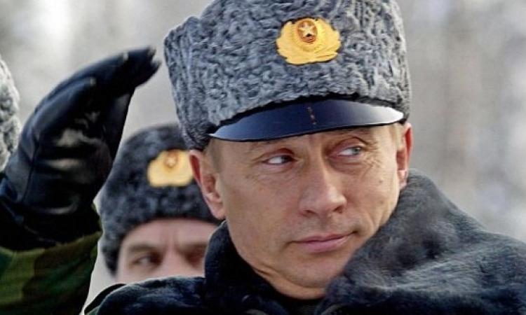 بالفيديو والصور .. بعد ارتدائه الزي الرسمى .. بوتين يحطم قلوب العذارى بالصين